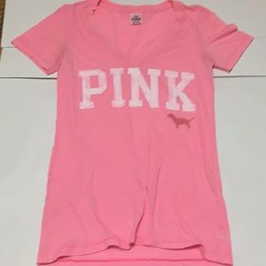 VsPink v-neck T-shirt